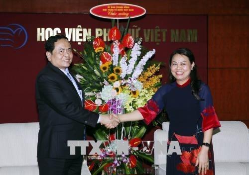 Vietnamesische Frauen spielen eine wichtige Rolle bei Aufbau und Verteidigung des Landes - ảnh 1