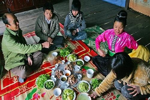 Die spirituelle Kultur beim Essen der Volksgruppe der Thai im Nordwesten Vietnams - ảnh 1