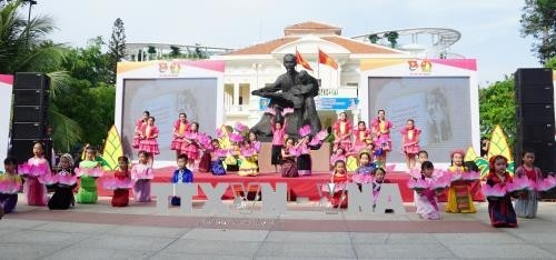 Aktivitäten zum 128. Geburstag des Präsidenten Ho Chi Minh  - ảnh 1