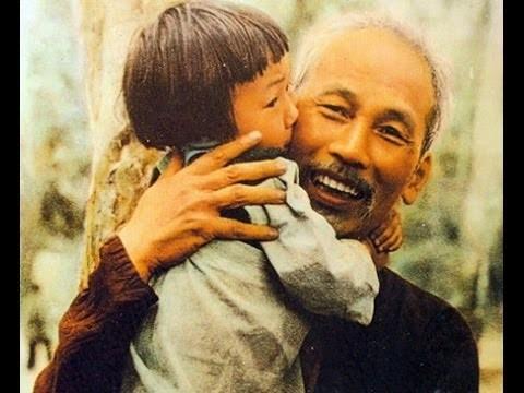 Ho Chi Minh – Volksnaher Revolutionär und Friedensliebhaber in Augen internationaler Freunde - ảnh 1