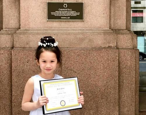 Vietnamesisches Mädchen gewinnt 1. Preis beim Klavierwettbewerb in New York - ảnh 1