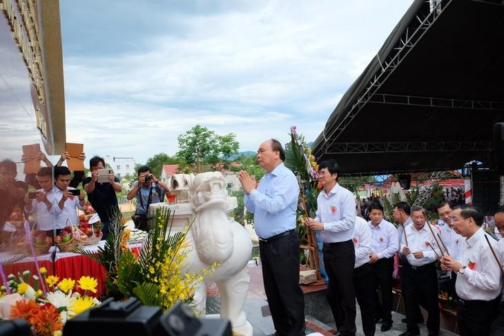 Gedenkfeier zum Tag der gefallenen Soldaten und Kriegsinvaliden in Que Phu - ảnh 1