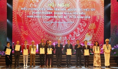 Ehrung von zehn ausgezeichneten Hanoier Bewohnern 2018 - ảnh 1