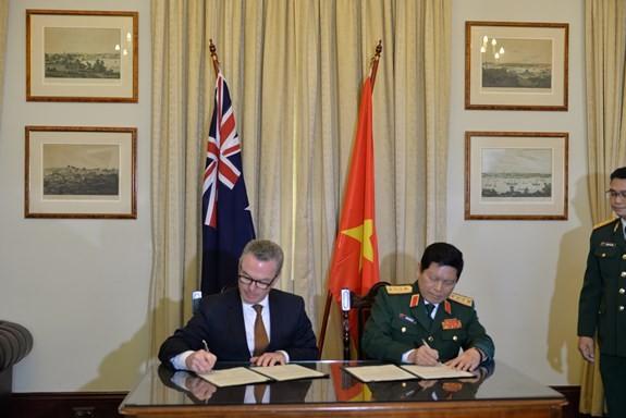 Vietnam und Australien unterzeichnen Vision über Verteidigungszusammenarbeit - ảnh 1