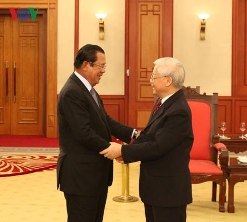 KPV-Generalsekretär Nguyen Phu Trong empfängt Kambodschas Premierminister Samdech Hunsen - ảnh 1