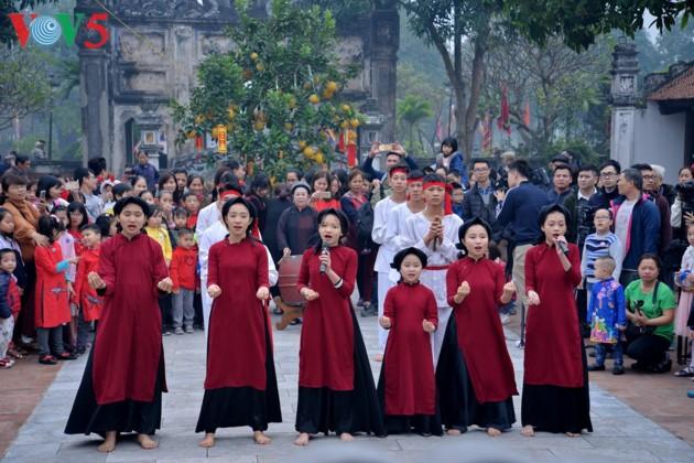Bewahrung der traditionellen Schönheit des Tetfestes - ảnh 13