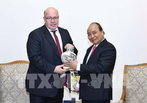 Premierminister Nguyen Xuan Phuc empfängt den deutschen Bundesminister für Wirtschaft und Energie - ảnh 1