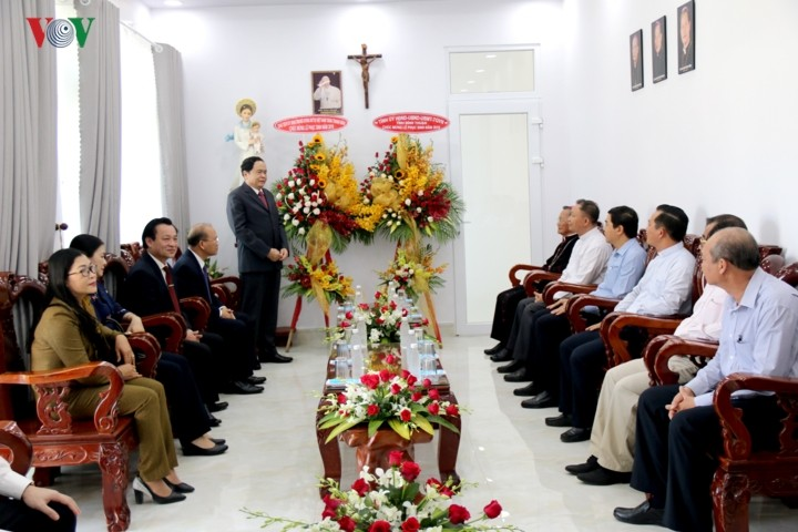 Der Vorsitzende der Vaterländischen Front Vietnams besucht die Bischofsresidenz Phan Thiet - ảnh 1