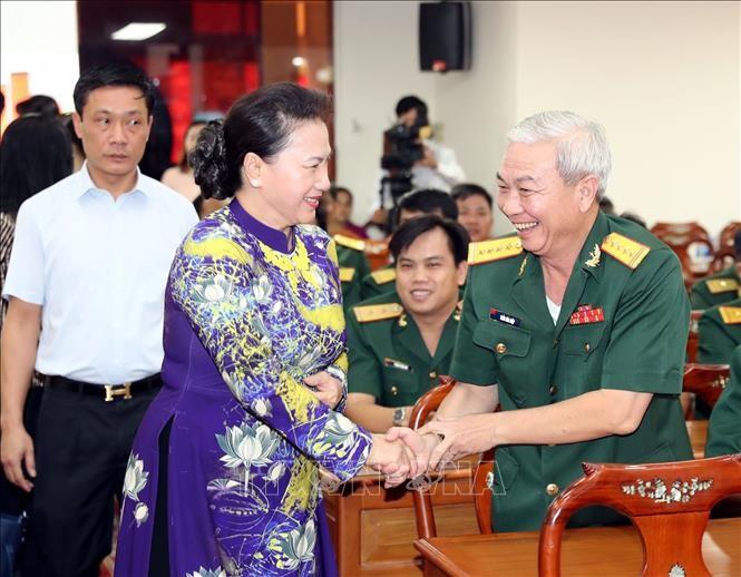 Parlamentspräsidentin Nguyen Thi Kim Ngan nimmt an Feier zum 44. Jahrestag der Befreiung der Stadt Can Tho teil  - ảnh 1