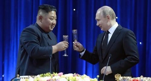 Russland-Nordkorea-Gipfel: Kim Jong-un lädt Wladimir Putin nach Nordkorea ein - ảnh 1