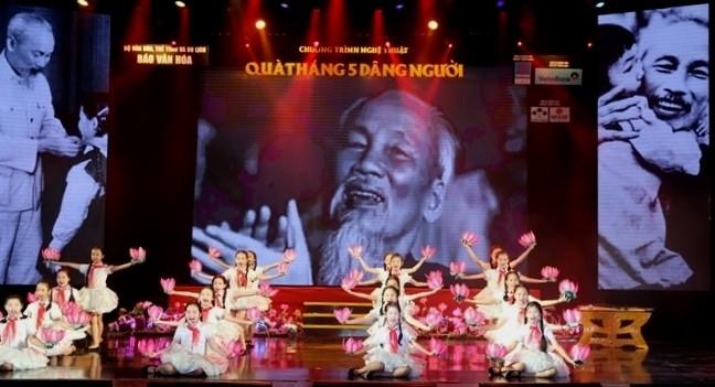 Konzert zum 129. Geburtstag von Präsident Ho Chi Minh - ảnh 1