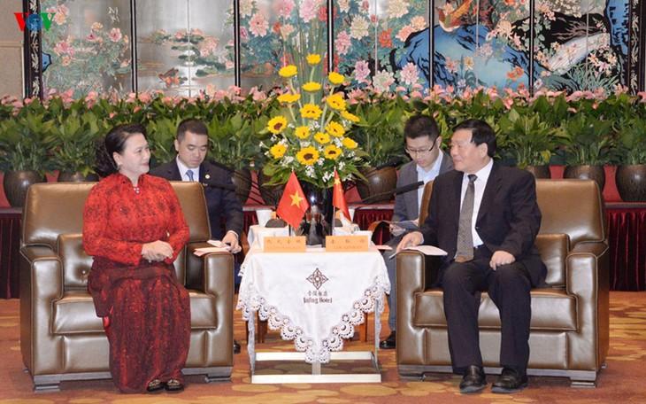 Parlamentspräsidentin Nguyen Thi Kim Ngan trifft den Sekretär der Parteileitung der chinesischen Provinz Jiangsu - ảnh 1