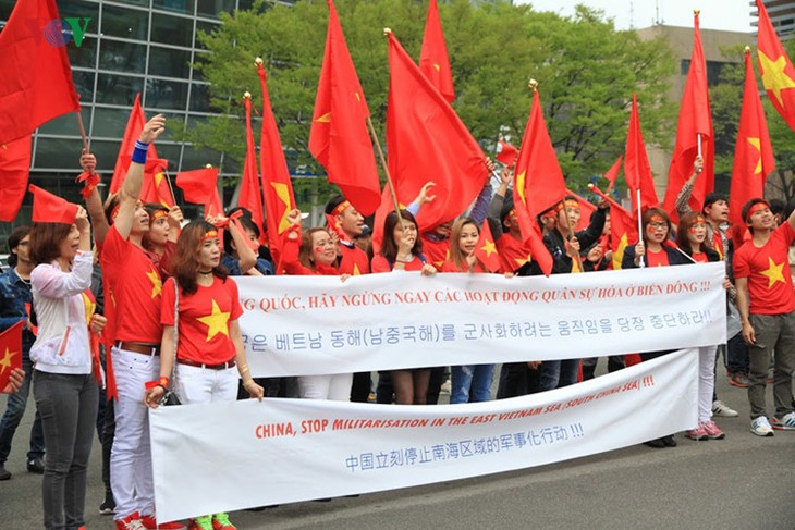 旅韩越南人举行示威游行反对中国 - ảnh 1