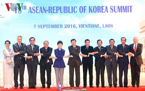 阮春福出席东盟与伙伴方领导人会议 - ảnh 1