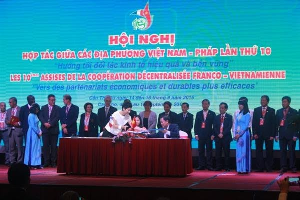 第10次越法地方合作会议发表联合声明  签署五项合作协议备忘录 - ảnh 1