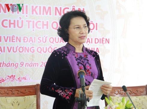 阮氏金银会见柬埔寨参议院主席赛宗并拜会柬国王西哈莫尼 - ảnh 1