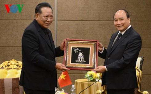 阮春福总理会见泰国-越南友好协会主席巴蜀 - ảnh 1