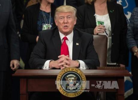 美国总统特朗普主张签署双边自贸协定 - ảnh 1