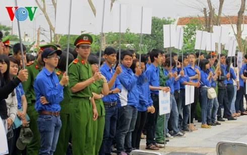 越南全国各地启动2017年青年月 - ảnh 1