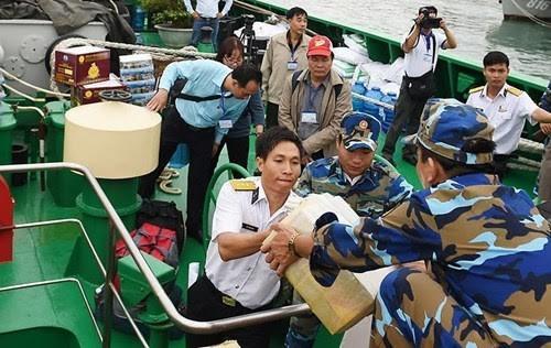 中央和地方的跨部门工作代表团探访庆和省长沙岛县 - ảnh 1