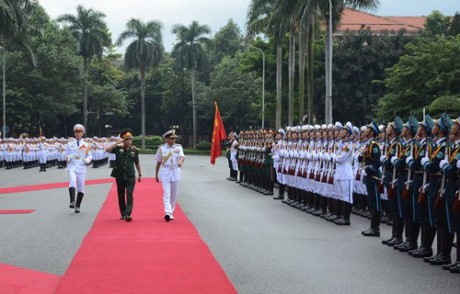 阮春福会见印度参谋长委员会主席兼海军司令苏尼尔•兰巴 - ảnh 1