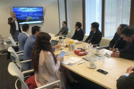 越共中央经济部代表团对荷兰进行工作访问 - ảnh 1