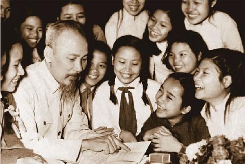 胡志明主席诞辰128周年纪念活动继续在国外举行 - ảnh 1