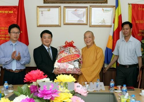 越南佛教教会是党、国家、祖国阵线与国内外僧尼、信众之间牢不可破的桥梁 - ảnh 1