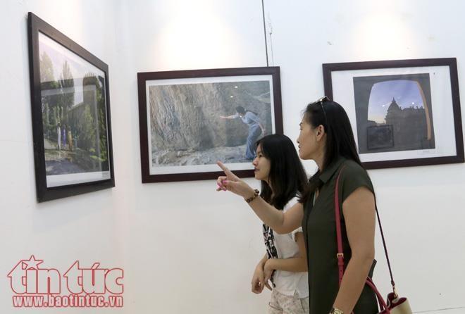 庆祝阿塞拜疆国庆一百周年摄影展在河内举行 - ảnh 1