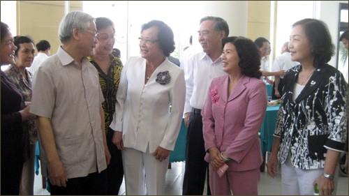 KPV-Generalsekretär trifft ehemalige hochrangige Politiker in Ho Chi Minh Stadt - ảnh 1