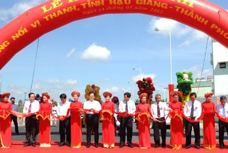 Einweihung der Verbindungsstraße Vi Thanh - ảnh 1