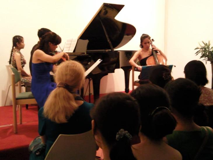 Konzert des Trios Aurora im Goethe Institut Hanoi - ảnh 1