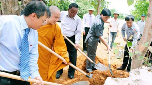 Spitzenpolitiker treffen Senatspräsident Myanmars - ảnh 1