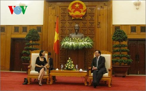 Vizepremierminister Hoang Trung Hai empfängt Frankreichs Staatssekretärin Fleur Pellerin - ảnh 1