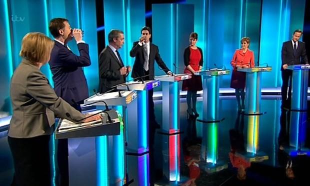 Heißer Wahlkampf in Großbritannien - ảnh 1
