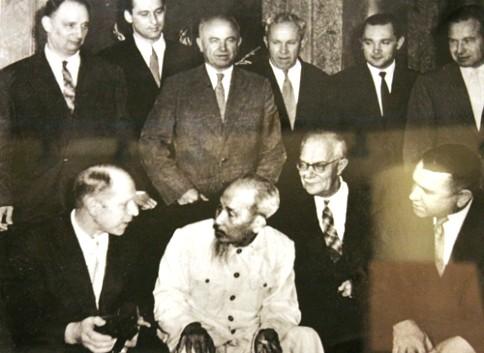 Präsident Ho Chi Minh – ein talentierter Diplomat und eine Kulturpersönlichkeit - ảnh 1
