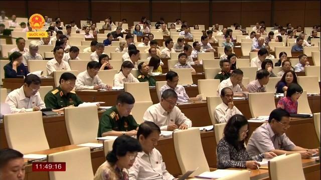 Parlament diskutiert Entwurf des Arbeitssicherheitsgesetzes - ảnh 1