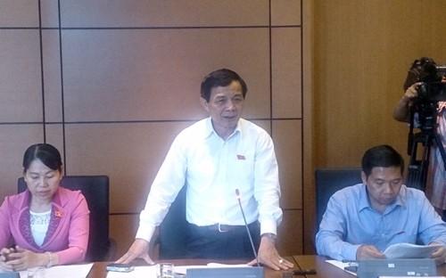 Parlament diskutiert in Gruppen über Gesetzesentwurf über Gebühren und Beiträge - ảnh 1