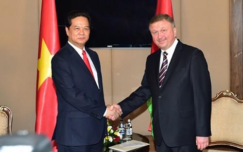 Premierminister Nguyen Tan Dung trifft Weißrusslands Premierminister Andrej Kobjakow - ảnh 1