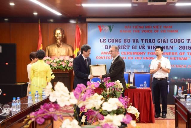 """VOV überreicht Preise des Wettbewerbs """"Was wissen Sie über Vietnam?"""" - ảnh 1"""
