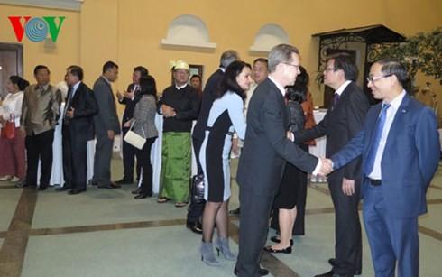 Botschaften der ASEAN-Länder in Russland feiern den ASEAN-Tag - ảnh 1