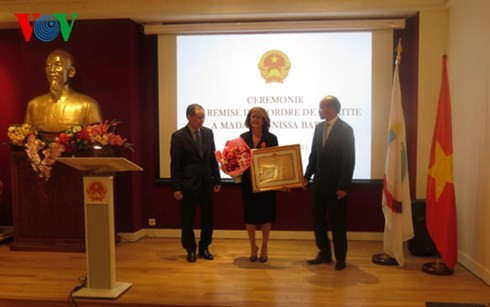 Vietnam überreicht Freundschaftsorden an ehemalige Direktorin des OIF-Büros im Asienpazifik - ảnh 1