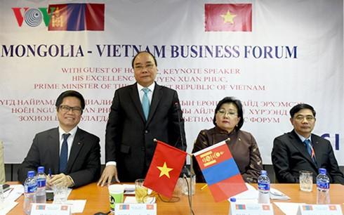 Premierminister Nguyen Xuan Phuc nimmt am vietnamesisch-mongolischen Unternehmerforum teil - ảnh 1