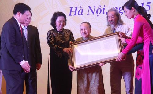 """Feier zur Aufnahme vom """"Marschlied"""" und Übergabe des Ho Chi Minh-Ordens für Van Cao - ảnh 1"""