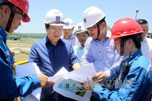 Vizepremierminister Trinh Dinh Dung besucht Quang Ngai - ảnh 1