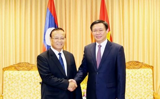 Vizepremierminister Vuong Dinh Hue trifft Laos Vizepremierminister, Finanzminister Douangdi - ảnh 1