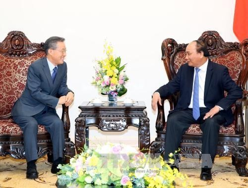 Premierminister Nguyen Xuan Phuc trifft ehemaligen Minister Südkoreas - ảnh 1
