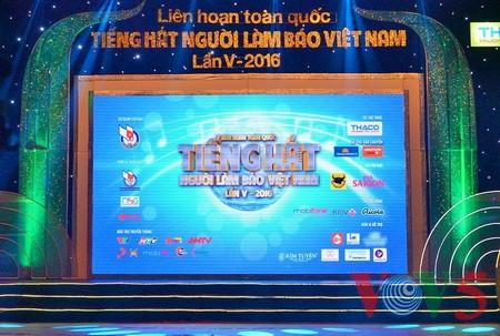 """Das Potpourri """"Hanoi im Herbst"""" geht ins Finale des Gesangsfestivals für Journalisten 2016 - ảnh 1"""