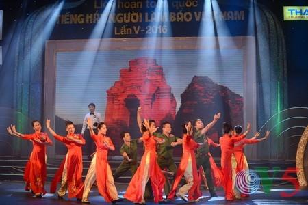 """Das Potpourri """"Hanoi im Herbst"""" geht ins Finale des Gesangsfestivals für Journalisten 2016 - ảnh 2"""