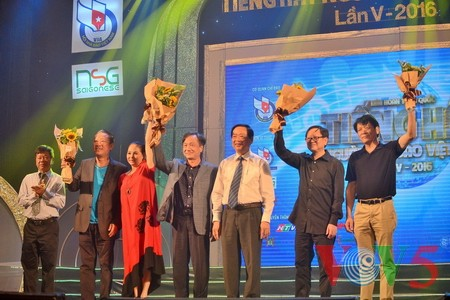 """Das Potpourri """"Hanoi im Herbst"""" geht ins Finale des Gesangsfestivals für Journalisten 2016 - ảnh 10"""
